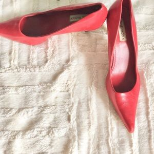Steve Madden | red leather kitten heel• 8